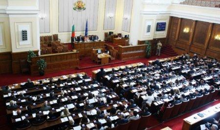 Парламент Болгарии сотрясают межпартийные разборки