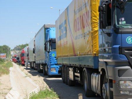 Болгарско-турецкая граница продолжает создавать очередь из грузового автотранспорта