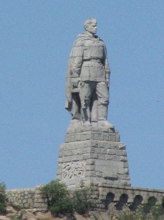 Памятник в Болгарии снова стал заложником политики