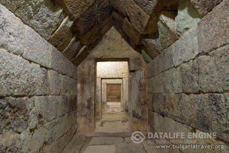 Фракийская купольная гробница в Мезеке
